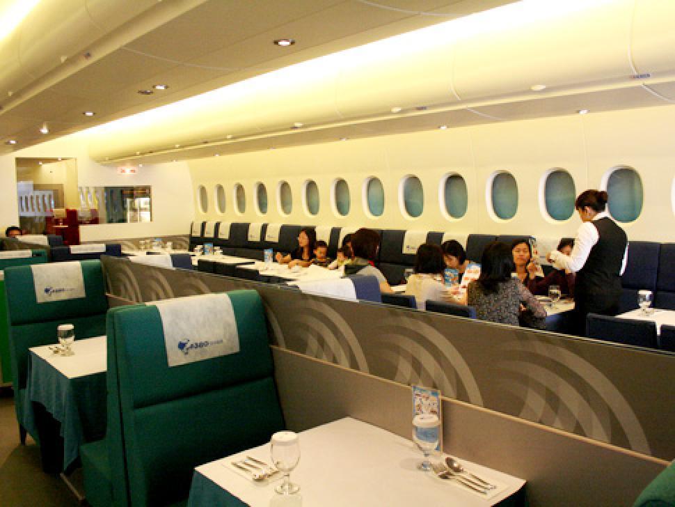 alg-weird-restaurants-flight-jpg-635917123564659572