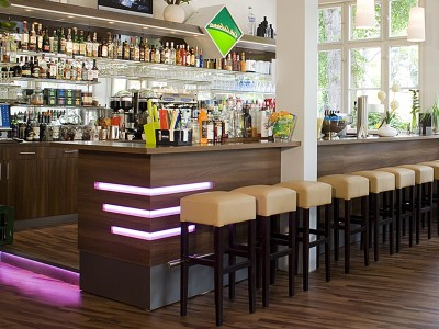 02- Cafe Cabana bar